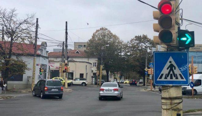 Foto: Semaforul la dreapta de pe strada Mihai Viteazu, desființat
