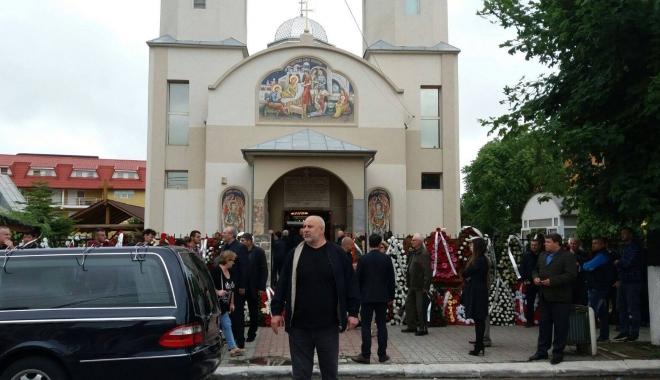 GALERIE FOTO. Puhoi de lume la slujba de înmormântare a fostului primar Ion Ovidiu Brăiloiu - doi-1496997742.jpg