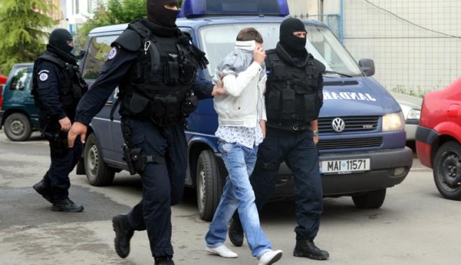 Foto: Descinderi la Constanța! Persoanele care au furat aparate pay point, percheziționate