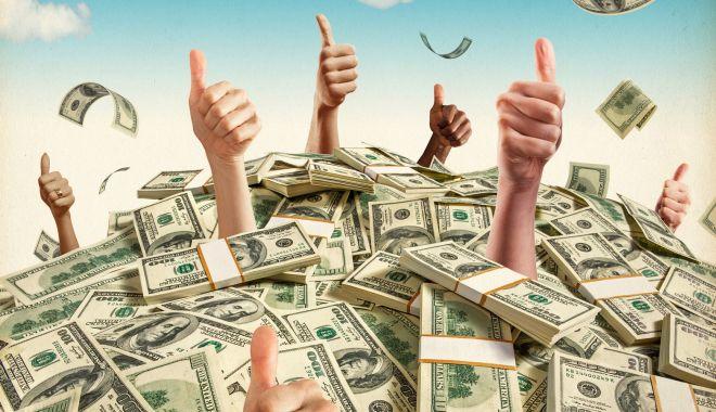 Dorinţa soţului înainte să moară: Să-mi pui banii în coşciug - dorintasotului-1602770074.jpg