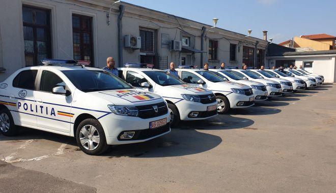Foto: Dotări moderne pentru polițiștii din Constanța: mașini cu gratii și căști cu bluetooth!