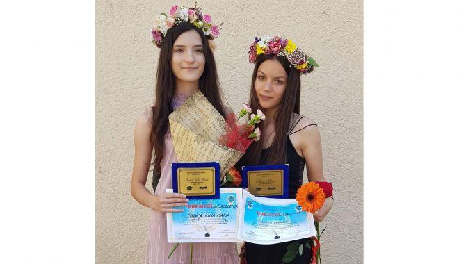 Două absolvente de 10, la Şcoala Gimnazială nr. 8 Constanţa - douaabsolvente2-1623593692.jpg