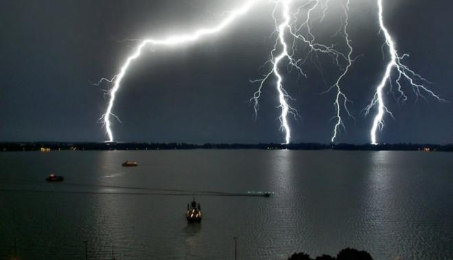 Foto: Furtunile nu mai pleacă de la Constanța! Din nou cod galben de vânt, în tot județul