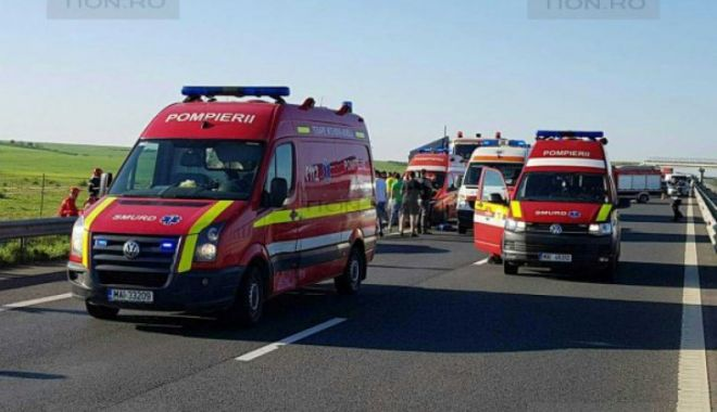GALERIE FOTO / Accident cu cinci victime pe A1. Circulația, oprită - download261600x450762501800-1524382800.jpg