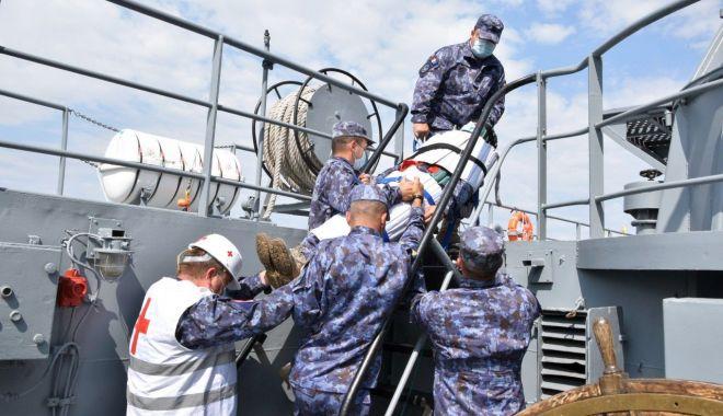 """Foto: Dragorul """"Lt. Lupu Dinescu"""", exerciții complexe în portul Burgas"""