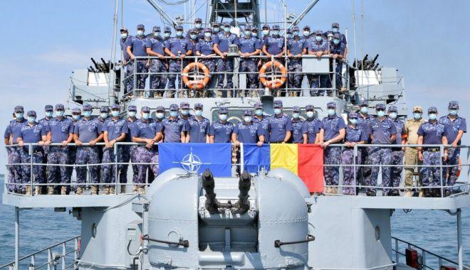 """Foto: Marinarii militari de pe dragorul """"Dinescu"""", la posturile de manevră"""