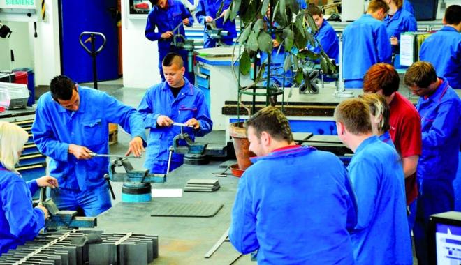Angajatorii nu găsesc ucenici nici de sămânță - dramaeconomiei-1490970637.jpg