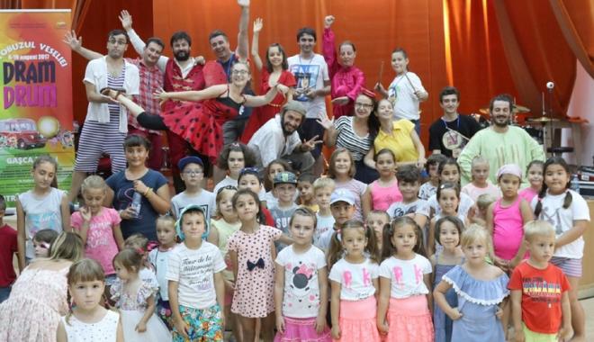 Copiii din județ, impresionați de atelierele Autobuzului
