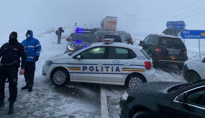 """GALERIE FOTO / Drumarii, apel la şoferi. """"Nu încurcaţi acţiunile de deszăpezire!"""" - drumariiapel-1611761539.jpg"""
