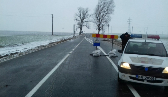 Foto: Cod galben de vânt, cum se circulă la Constanța. Un drum național, închis!