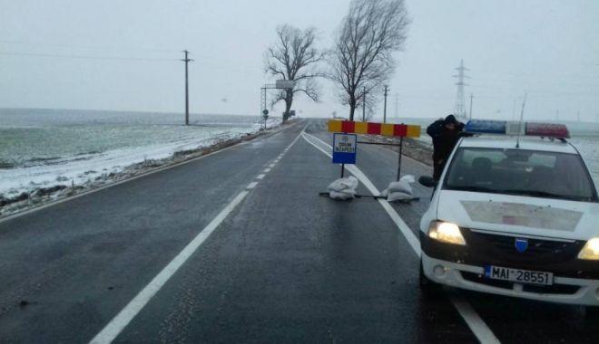 S-a deschis circulația spre Cumpăna! Drumul fusese închis azi-noapte din cauza vizibilității reduse - druminchis41516262361-1519718509.jpg
