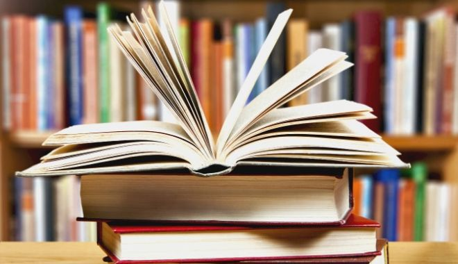 """Foto: Dublă lansare de carte la Biblioteca Județeană """"I.N. Roman"""""""