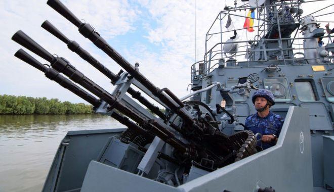 Foto: Marinarii militari, antrenamente pe Dunăre