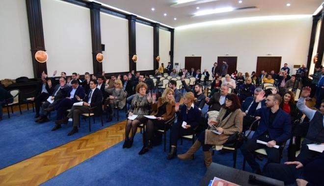 Serviciul de ecarisaj și iluminatul public, motiv de dispută în Consiliul Local Constanța - ecarisajsiiluminatsedintaconsili-1488305420.jpg