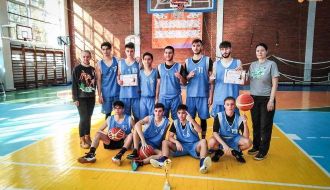 """Foto: Echipa Liceului """"Decebal"""", calificată la turneul final"""