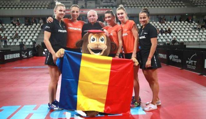 Foto: Naționala feminină de tenis de masă a României, pregătire pe plajă