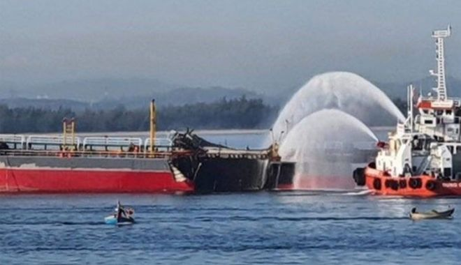 Echipajul unui petrolier a fost aruncat peste bord de o explozie devastatoare - echipajulunuipetrolierafostarunc-1599636584.jpg