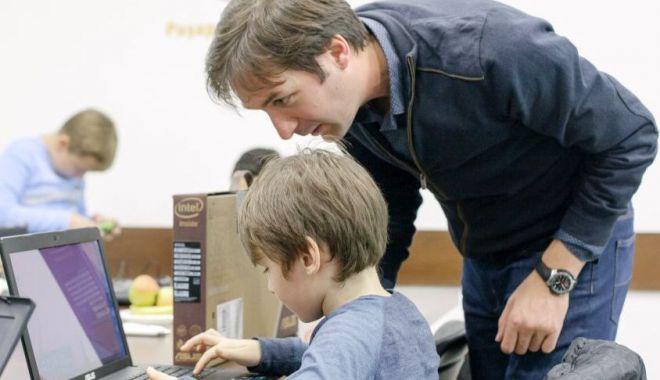 Foto: Echipamente IT pentru mai multe școli din județ