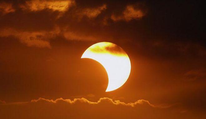 Foto: Eclipsă parțială de Soare, în prima duminică din an 