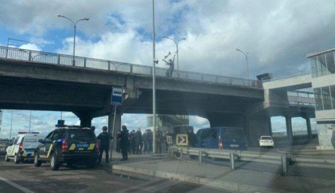 Un militar înarmat a amenințat că aruncă în aer un pod - eewubrmxyaav2it32431200-1568837883.jpg