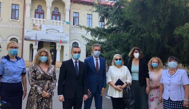 """Foto: Prefectul judeţului Constanţa, George Niculescu: """"Trebuie să existe o colaborare şi un parteneriat puternic între părinţi şi şcoală"""""""