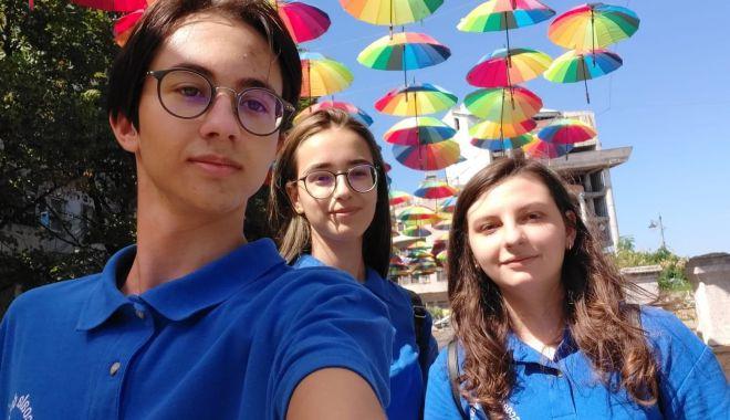 Trei elevi constănțeni participă la Școala de Vară de Știință și Tehnologie de la Măgurele - elevi1-1598788121.jpg