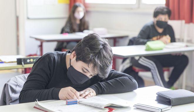 Elevi din Constanţa, confirmaţi cu coronavirus. Şcolile trec la cursuri online - elevidinconstanta-1600711715.jpg