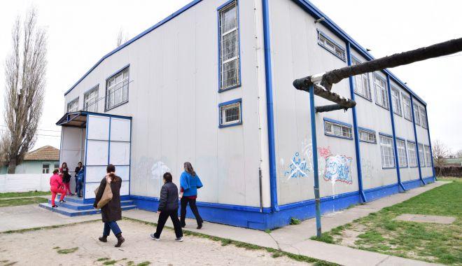 Elevii cer pază umană și nu uniforme, în școli! - eleviicerpaza1-1551118470.jpg