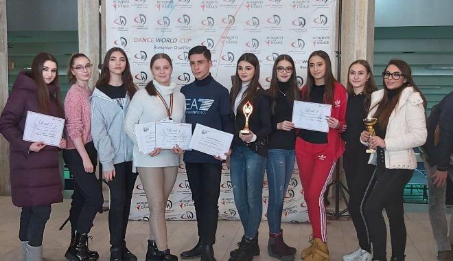 Elevii Colegiului de Arte Constanța s-au întors acasă cu noi premii - eleviicolegiului-1582320851.jpg