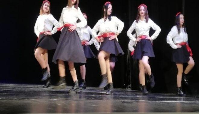 """Foto: Elevii Liceului Economic """"Virgil Madgearu"""", în sărbătoare"""