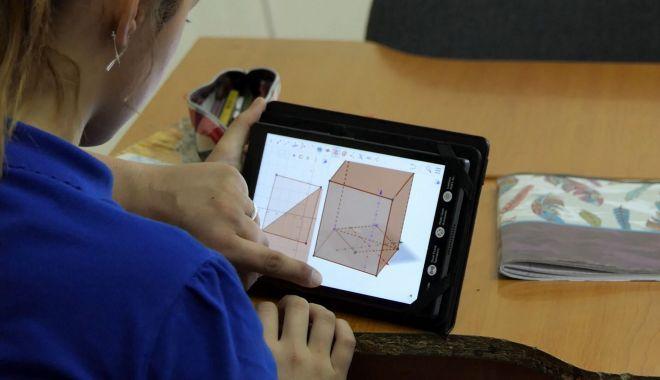 Foto: Tablete pentru elevii de la Şcoala Gimnazială 23 August