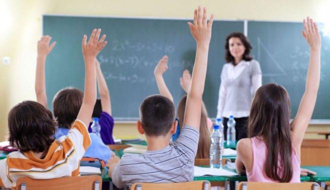 Anunț important al ministrului Educației pentru elevi! Unele discipline vor dispărea din programă - eleviscoalaprofesoridwo4tcu9q710-1573641006.jpg