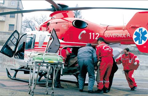 Pistă pentru elicoptere, inaugurată de americani la Spitalul Județean - elicoptersmurd-1315475393.jpg
