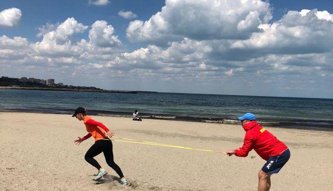 Eliza Samara a lăsat robotul de antrenament și a dat buzna pe plajă - elizasamaraantrenamentpeplaja2-1591281270.jpg