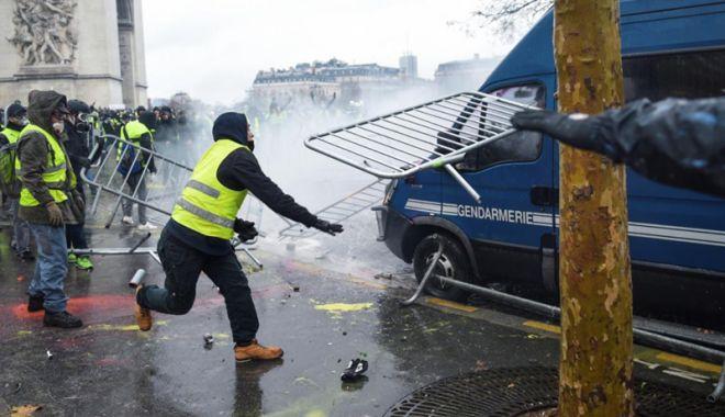 Foto: Erdogan, reacție critică după violențele din Franța
