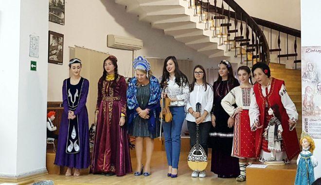 Foto: Mozaic multietnic dobrogean,  la Muzeul de Artă Populară Constanța