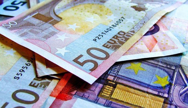 Euro a trecut pragul psihologic de 4,7 lei - euro-1548070216.jpg