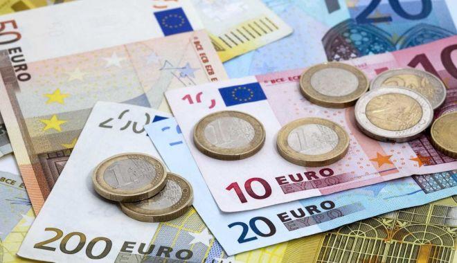 Euro a explodat! Cel mai slab leu din istorie! - euro-1574077799.jpg