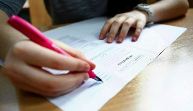 Foto: NICIO PROBĂ FĂRĂ ELIMINAȚI. Elevă scoasă din examen, la Mangalia