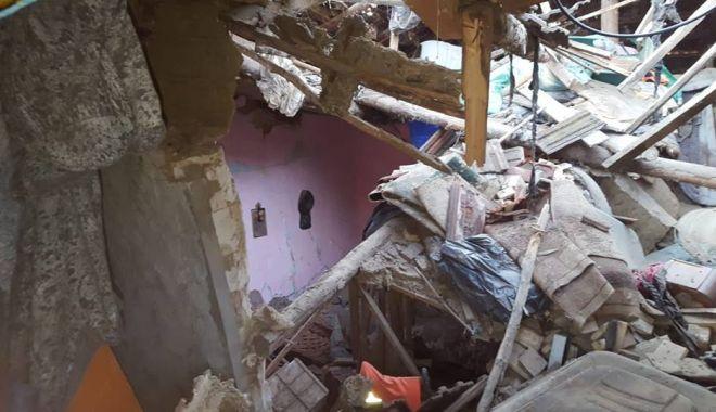Foto: EXPLOZIE! 20 de persoane au rămas fără casă, după ce un bătrân a încercat să-și ia viața cu un spray