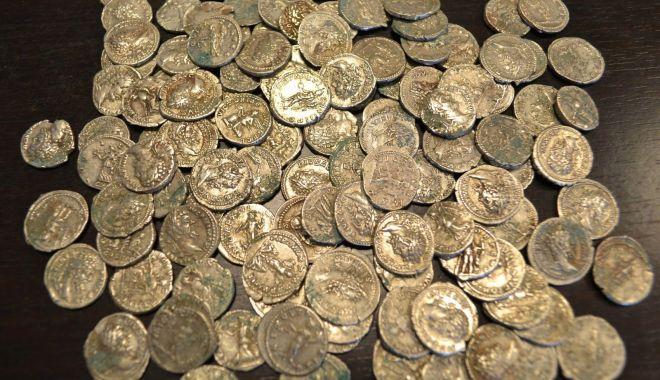 Foto: Tezaur monetar din epoca romană timpurie, la Muzeul de Istorie