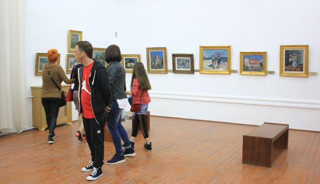 """Expoziţia """"Revelație"""" a pictoriţei Magdalena Rădulescu, la Muzeul de Artă - expozitie1-1602523365.jpg"""