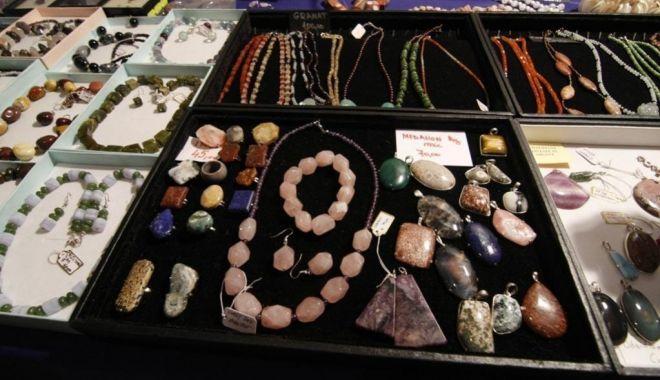 Expoziție itinerantă de minerale, la Muzeul de Istorie Națională și Arheologie Constanța - expozitiedemineralesibijuteriila-1594817909.jpg