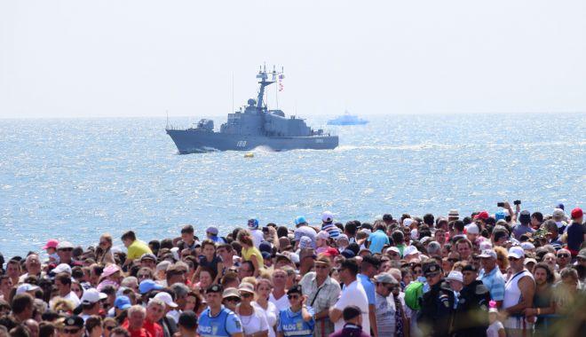 Foto: Fără aglomerație pe faleze și în port. Ziua Marinei Române, sărbătorită altfel, anul acesta