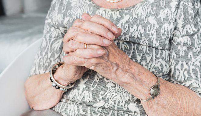 O femeie de 108 ani s-a infectat cu coronavirus și a reușit să se vindece - femeie-1591454859.jpg