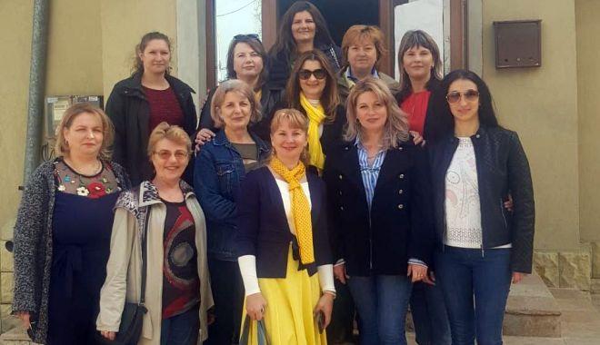Femeile liberale  au donat medicamente dispensarelor  din comuna  Poarta Albă - femeileliberale2-1556030874.jpg