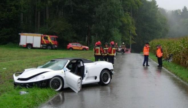 Foto: A cumpărat cu 30 de euro un drive-test cu un Ferrari de pe un site de reduceri și l-a făcut zob după 15 minute