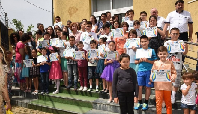 Foto: Festivitate de încheiere a cursurilor la Școala Comunitară