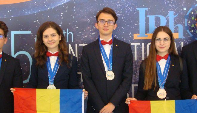 Foto: Cinci medalii pentru echipa României la Olimpiada Internațională de Fizică 2019