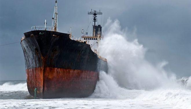 Foto: Flota comercială a României, acum 20 de ani. Marinari neplătiți, marinari abandonați…
